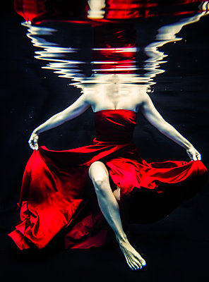 Tänzerin unter Wasser - p1019m1539704 von Stephen Carroll