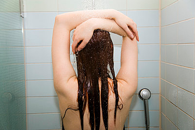 Shower - p4130453 by Tuomas Marttila