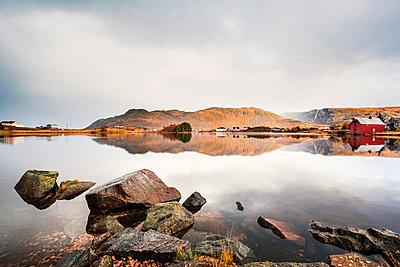 Norway, Lofoten Islands, Bostad - p300m2104639 by Valentin Weinhäupl