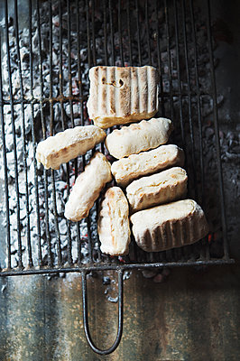Fresh bread - p1167m2273425 by Maria Schiffer