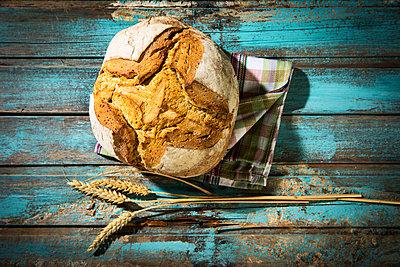 Crusty bread - p300m1563271 by Roman Märzinger