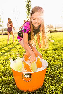 Caucasian girl drinking soda in backyard - p555m1415633 by Mike Kemp