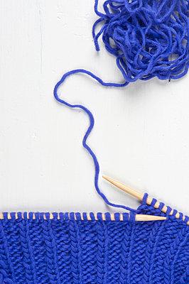 Blaue Wolle - p515m892810 von E.Coenders