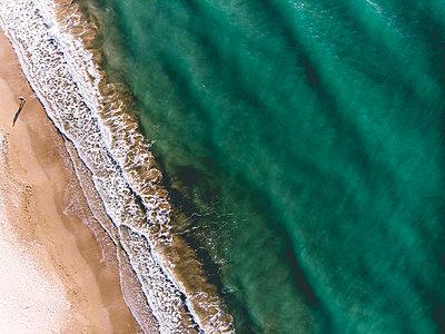 Turquoise sea and sandy beach, Corfu - p1326m2160881 by kemai