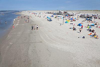 Beach holiday - p454m1065281 by Lubitz + Dorner