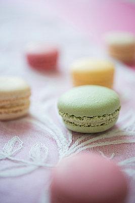 Macarons - p954m1065867 von Heidi Mayer