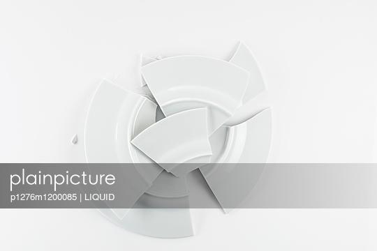 Zerbrochener Teller - p1276m1200085 von LIQUID
