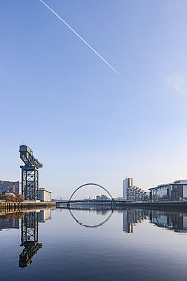 Clyde Arc Bridge, vapour trail in the sky, Glasgow - p1267m2263408 by Jörg Meier