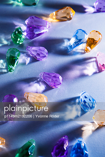 Coloured pearls - p1149m2192206 by Yvonne Röder