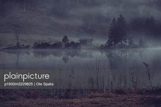 Germany, Bavaria, Karwendel, Cabin by the lake - p1600m2229825 by Ole Spata