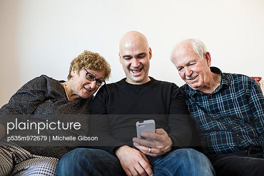 Fotos angucken - p535m972679 von Michelle Gibson