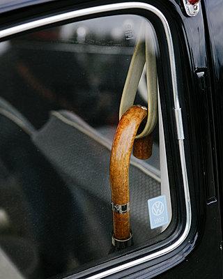 Spazierstock im Auto - p1357m1510894 von Amadeus Waldner