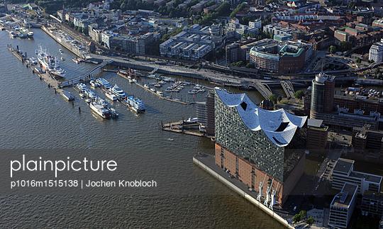 Elbphilharmonie - p1016m1515138 von Jochen Knobloch