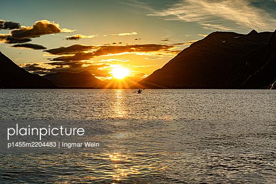 Canoe on a lake in Alaska - p1455m2204483 by Ingmar Wein