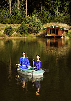 Sisters in one boat - p1081m2277886 by Cédric Roulliat