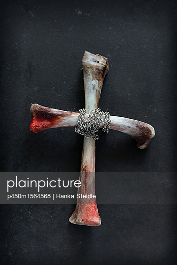 Kreuz aus Knochen   - p450m1564568 von Hanka Steidle