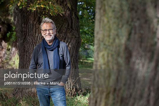 Im Park - p981m1516598 von Franke + Mans