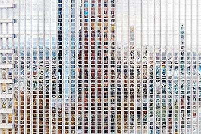 Spiegelung - p751m1584783 von Dieter Schwer