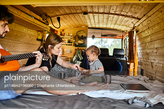 Family holiday in the mobile home - p1146m2196060 by Stephanie Uhlenbrock