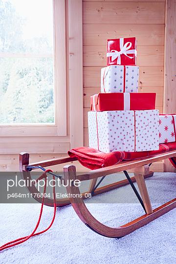 Weihnachtsgeschenke - p464m1176804 von Elektrons 08