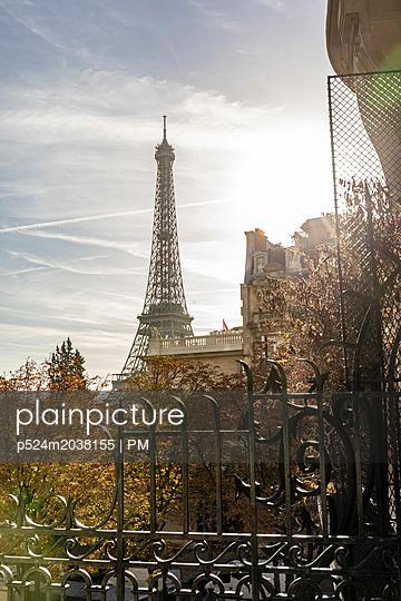 Eiffelturm im Herbst - p524m2038155 von PM