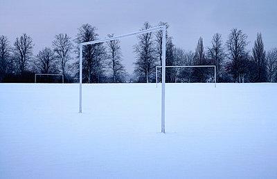 goal posts in snowy landscape - p1072m1056601 by John Gough
