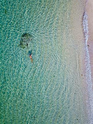 Indonesia, Bali, Melasti, Aerial view of Karma Kandara beach - p300m2042559 by Konstantin Trubavin