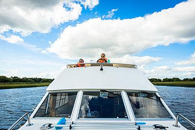 Kleine Bootsführer - p815m1503497 von Erdmenger