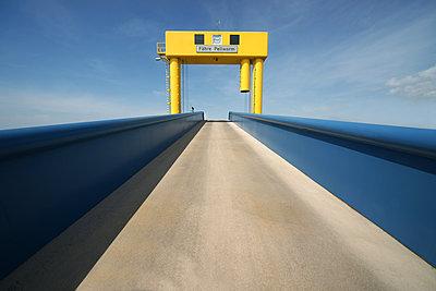 Fähranleger in Strucklahnungshörn auf der Nordseehalbinsel Nordstrand - p1162m1502386 von Ralf Wilken