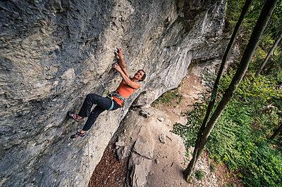 Woman free climbing - p1352m1425331 by Kilian Reil