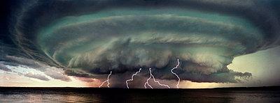 A severe storm - p4420706f by Design Pics