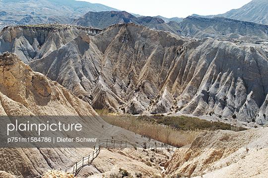 Schlucht - p751m1584786 von Dieter Schwer