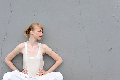 Leaning on the wall - p116m787927 by Gianna Schade