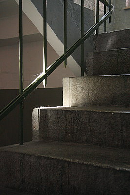 Concrete staircase - p627m1035508 by Lutz Wallroth