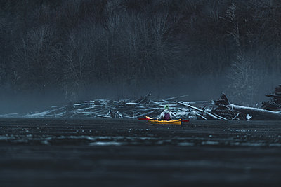 Canada, British Columbia, Woman kayaking in Squamish River - p924m2271266 by Alex Eggermont