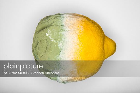 Vergammelte Zitrone - p1057m1146803 von Stephen Shepherd