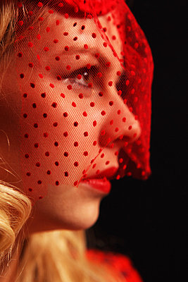 Red veil - p0453056 by Jasmin Sander