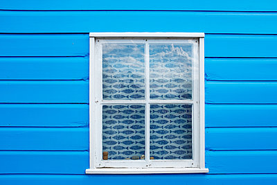 Beach hut window - p1228m1466086 by Benjamin Harte
