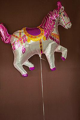 Horse-baloon - p199m887318 by Oliver Jäckel