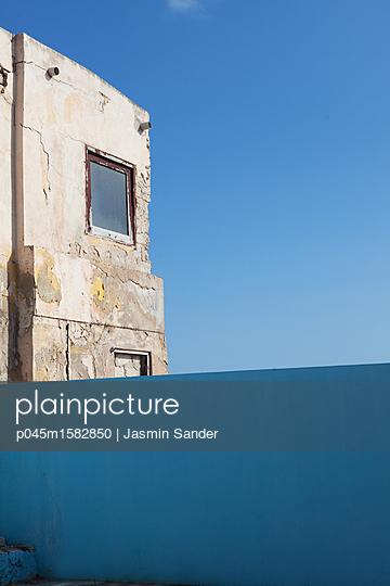 Altes Gebäude - p045m1582850 von Jasmin Sander