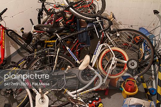 Fahrradkeller - p417m912320 von Pat Meise