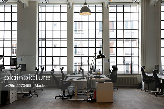 Interior of creative office with desks and chair - p426m2270459 by Maskot