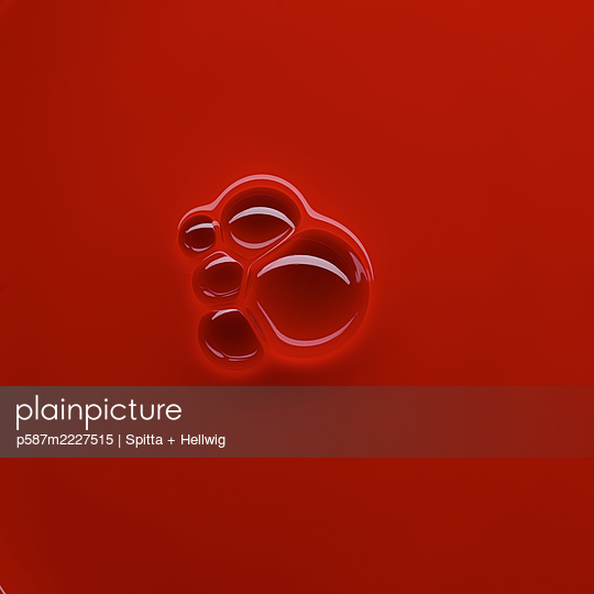 Bubbles on red - p587m2227515 by Spitta + Hellwig
