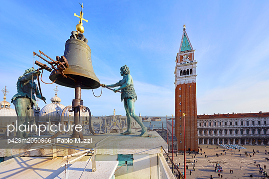 Bell on St Marks clock tower with view of St marks Square, Venice, Veneto, Italy - p429m2050966 by Fabio Muzzi