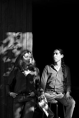 Vater und Tochter im Schatten - p1308m1516565 von felice douglas
