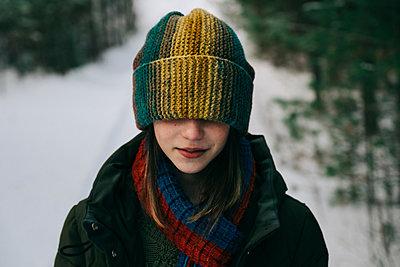Teenage girl with colorful woollen hat during winter - p1427m2077562 by Vladimir Serov