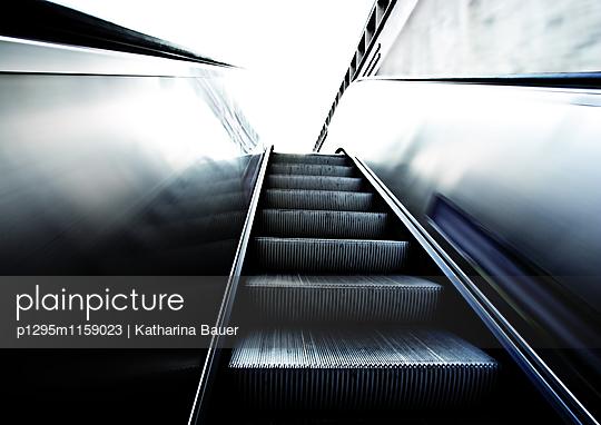Rolltreppe - p1295m1159023 von Katharina Bauer