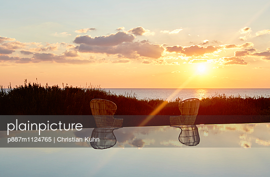 Sonnenuntergang - p887m1124765 von Christian Kuhn
