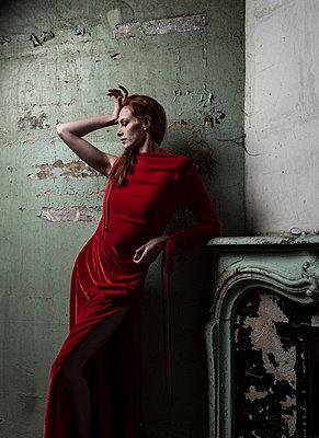 Woman wearing red coloured dress - p1139m2022094 by Julien Benhamou
