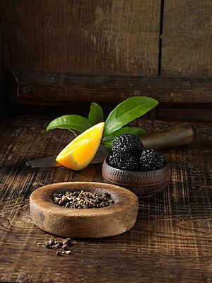 Black truffles, peppercorns and orange - p42918655 by Diana Miller